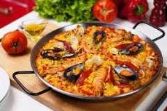 Вкусные рецепты: Тёплый салат из фасоли с овощами, Булочка с секретом, Пикантный соус с брынзой к жареным кабачкам, овощам и просто намазать на хлеб